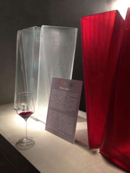 美しい深みのある色。安藤忠雄 x VENINIの作品より目立っていた赤ワイン。