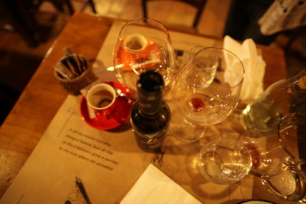 食後のテーブルを撮影してみました。楽しかった食事の思い出です。