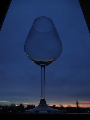 土曜出勤で手に入れたもの。ワイングラスの中の夕焼け♥