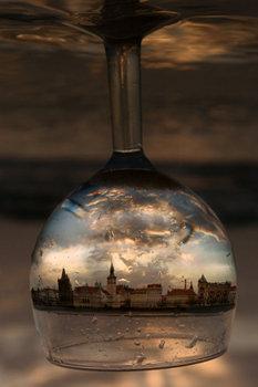 いつか私も撮る!! と思わせるほど素敵な風景閉じ込めたワイングラスです。