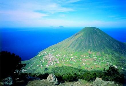 すっきりとした美味しさのエオリア諸島で造られる白ワインと出会った週末。