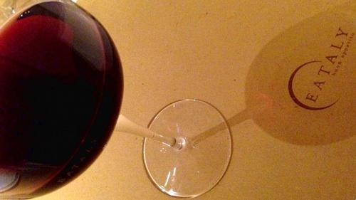 今日もAstiでアペリティーヴォ。今回のピエモンテ産ワインはRuche'です。