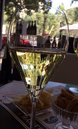 またまた自画自賛。グラスの中にボトルを閉じ込めてみました。