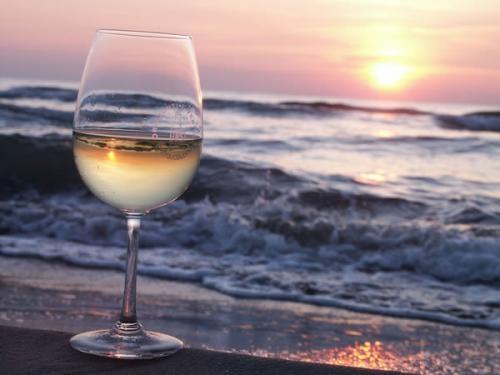 天気予報では暑い週末。あぁ、海辺で美味しいワインが飲みたい!