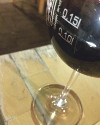 グラスをよく見ると2本のライン。微妙な違いが料金の違いです。